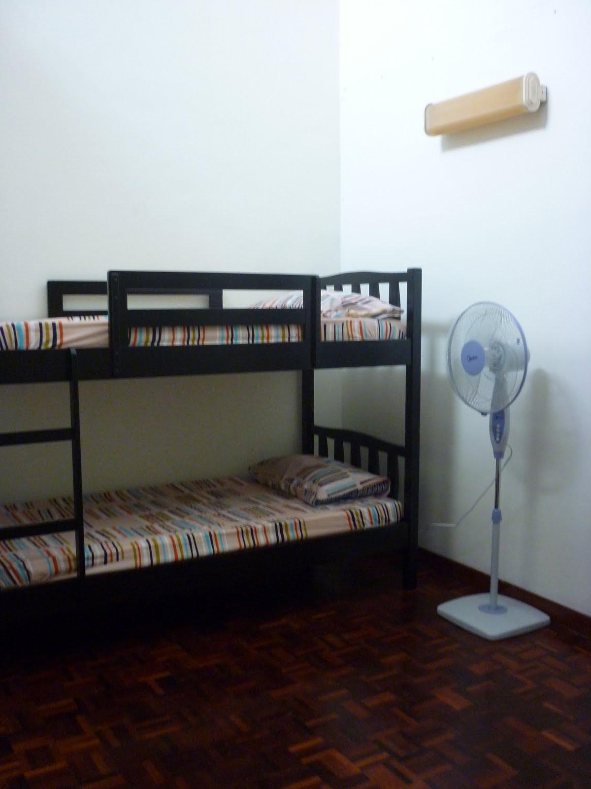 Upstairs Tingkat Atas Katil 2 Di Ruang Keluarga Double Deck In A Family Area