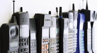 7 Ponsel Jadul dengan Desain Paling Nyentrik