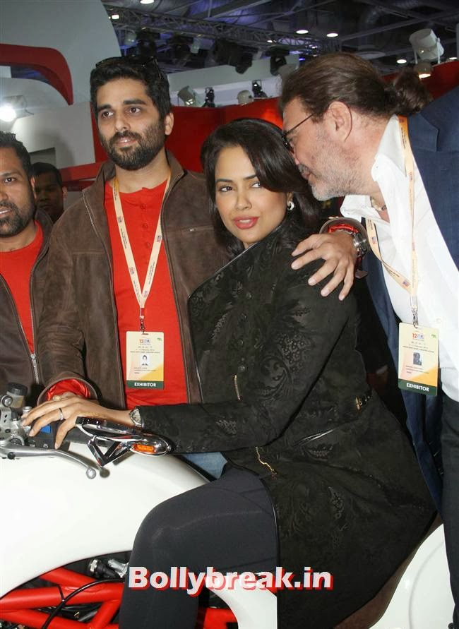 Sameera Reddy, Sameera Unveils the Superbike Vardenchi  At Auto Expo 2014