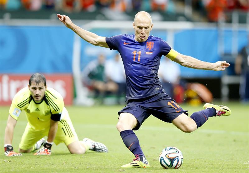 f33ed165ce ... técnico Louis Van Gaal reeditou a final do Mundial de 2010 na África  contra a Espanha