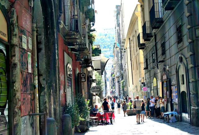spaccanapoli, Napoli, turisti, ristoranti, vie centrali, Napoli