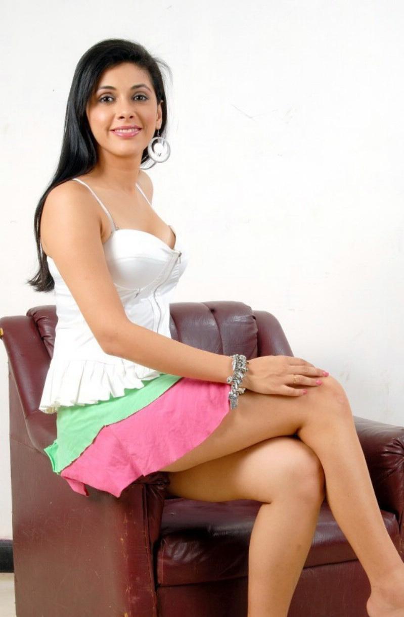 Actress Manasi Hot Stills Shiner Photos