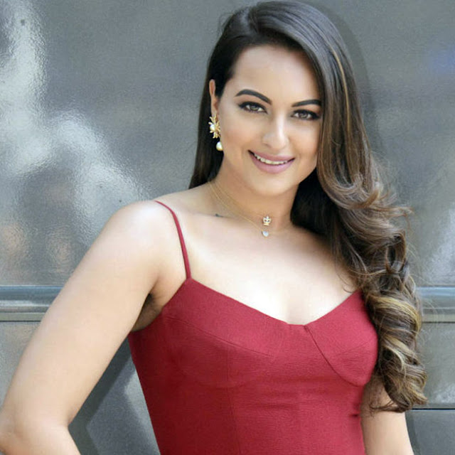 Sonakshi is taking some time to make the mankind the slave to her sensuous appearance.