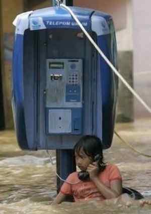 Menelpon Saat Banjir