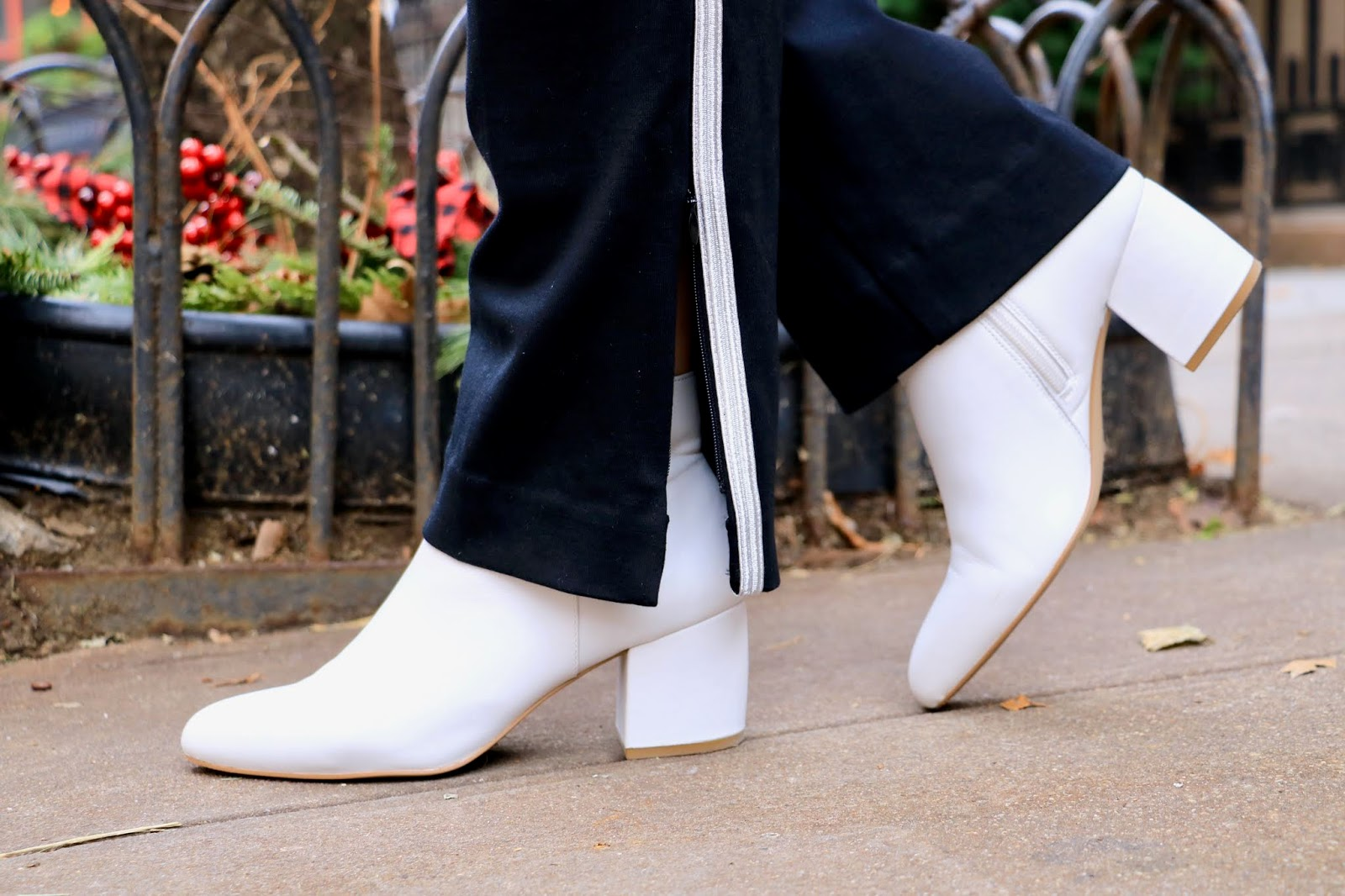 Nyc fashion blogger Kathleen Harper wearing Nic and Zoe white boots