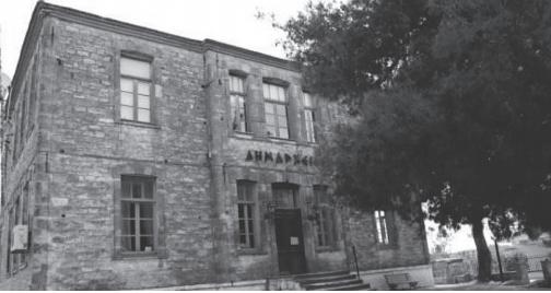 """Το κτίριο """"Δημαρχείο"""" του Δήμου Κασσάνδρας από τα παλαιότερα της περιοχής"""