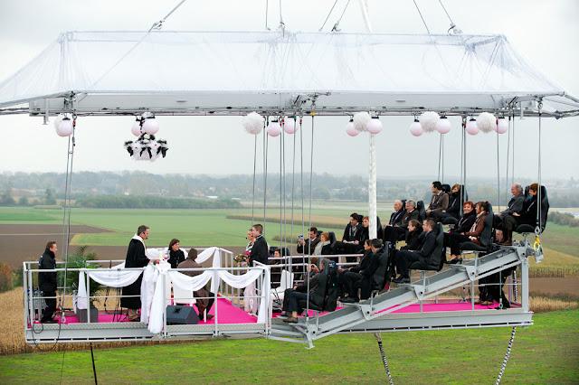 Una boda en las alturas gracias a Dinner in the sky