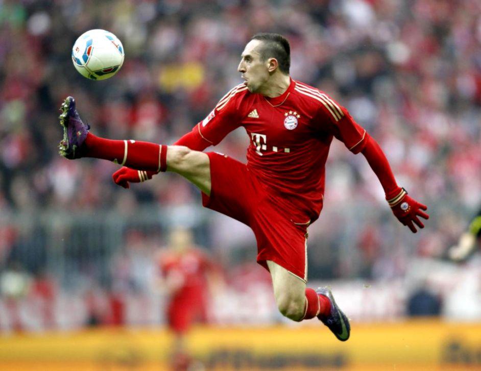 Ribery Tidak Jadi Menuju Arab Saudi Sebab Rayuan Van Bommel?