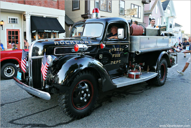 Bomberos en el Desfile del 4 de Julio en Rockport