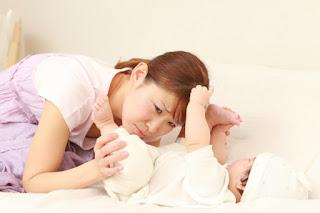Cara Mendeteksi Kesehatan Bayi dari Warna Fesesnya