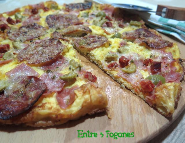 receta-de-pizza-de-tortilla-francesa-con-embutido-y-queso-al-oregano