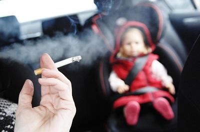 Bị benh viem hong do hít phải khói thuốc