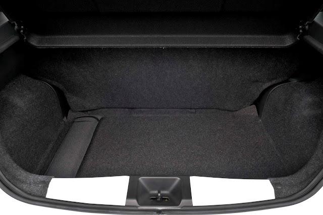 Novo Nissan March 2017 Automático CVT - porta-malas