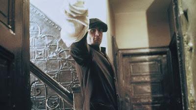 Robert De Niro en su papel de Vito Corleone en El Padrino II