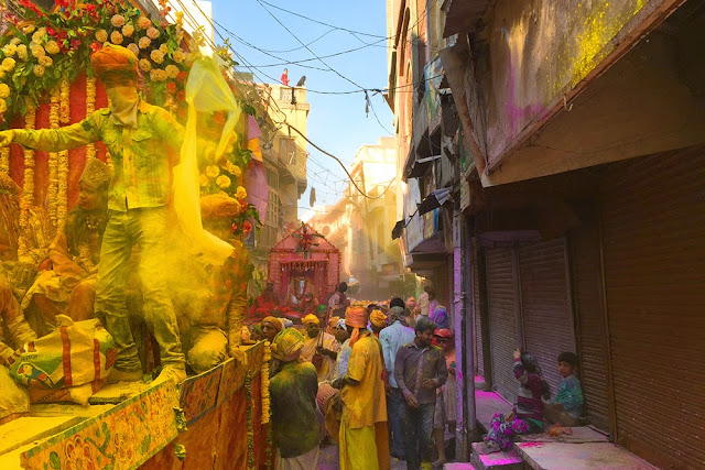 Holi-celebration-procession-mathura