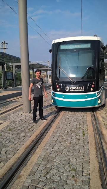 Harun İstenci Kocaeli İzmit'de Akçaray Tramvay hattını test ediyor. İzmit, Kocaeli - Haziran 2018