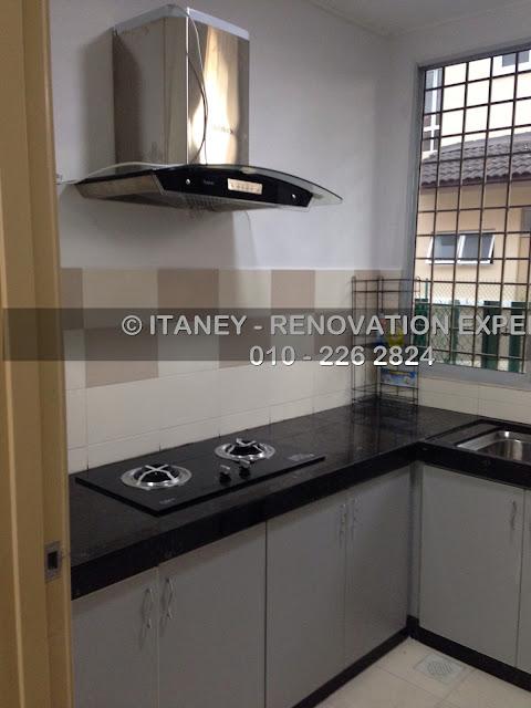 Wet Kitchen Yang Mempunyai Table Top Tiles Dapur Dan Hood Serta Kabinet