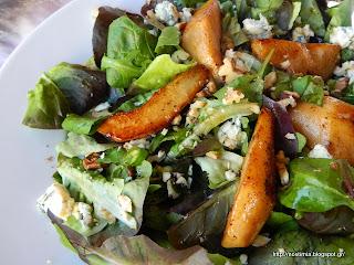 πράσινη σαλάτα με blue cheese κ καραμελωμένα αχλάδια