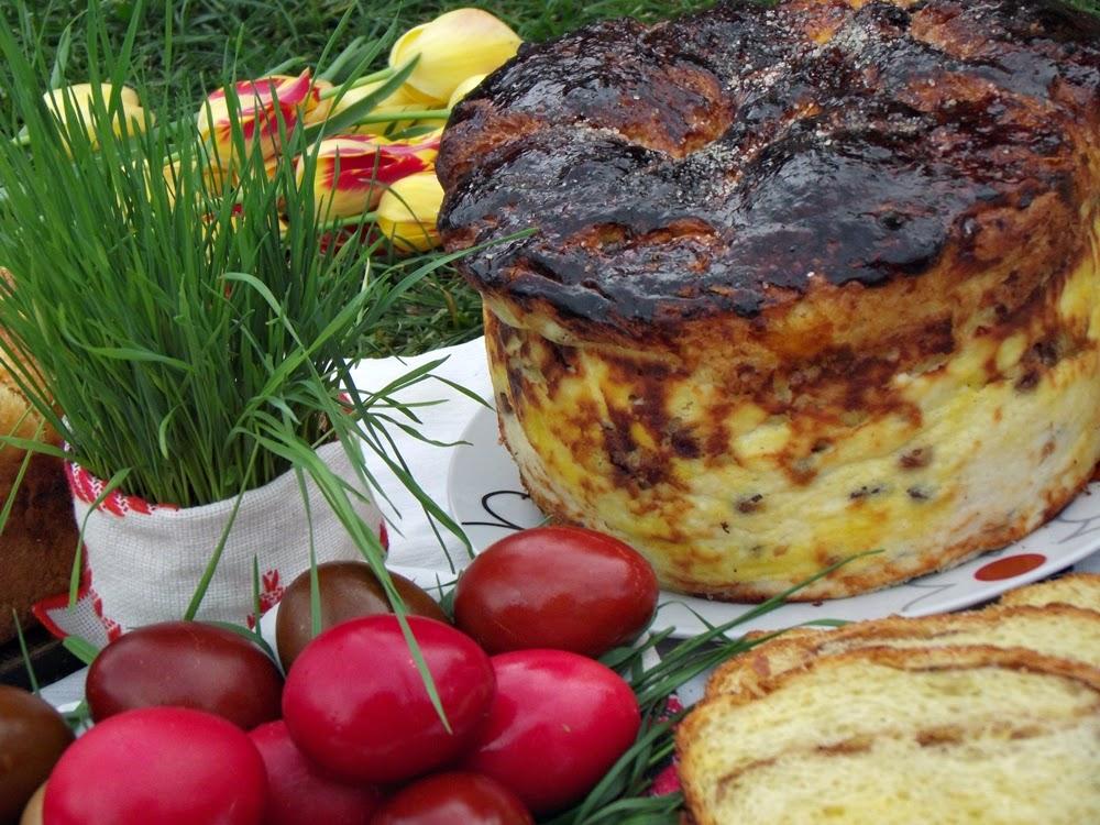 http://www.caietulcuretete.com/2013/05/pasca-cu-urda-dulce-si-stafide.html