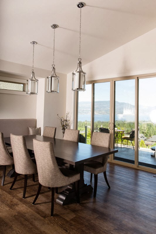 Ruang Makan  Dengan Lampu  Gantung Majalah Rumah