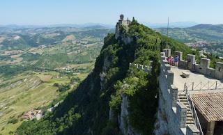 Rocca Cesta desde la Fortaleza de Guaita.