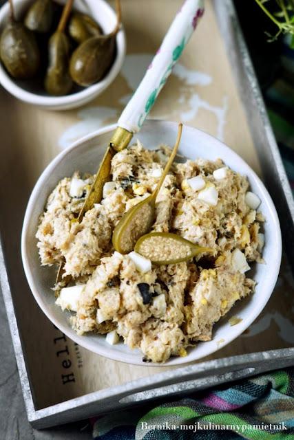 pasta, makrela, chilli, kapary, sniadanie, chleb, bernika, kulinarny pamietnik