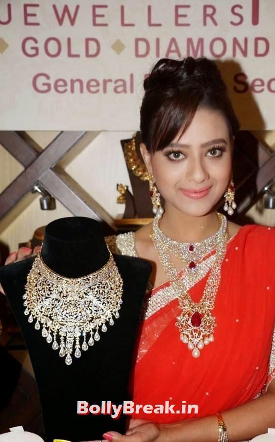 , Madalsa Sharma Latest hot Photos in Sexy Saree