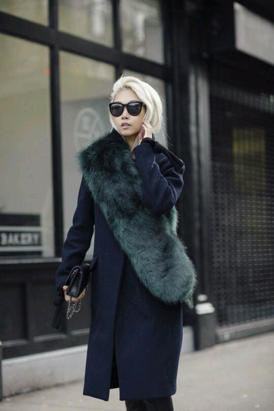 jak odświeżyć stary płaszcz, porady stylistki, jak nosić, płaszcz, inspiracje, inspiration, porady, fashion inspiration, jesień , zima, stylizacje, świat kobiet, zestawy ubrań, naszywki, płaszcz, jak nosić płaszcz, futrzany kołnierz