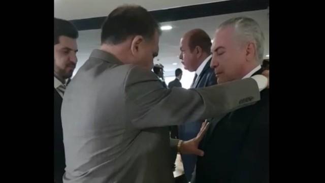 "Pastor Marcos Pereira ora por Michel Temer e pede que Deus o ""livre de toda macumbaria"""
