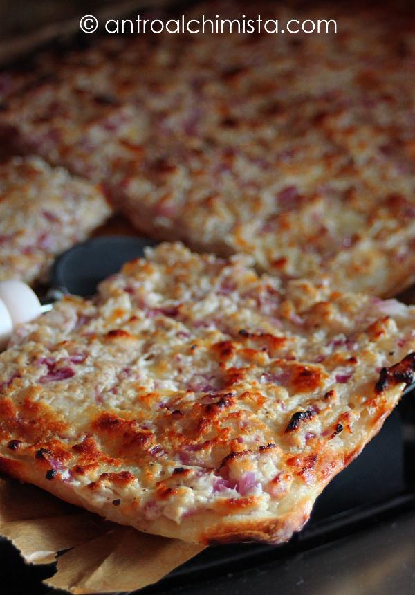 Pizza Bianca con Ricotta, Salsiccia e Cipolla Rossa