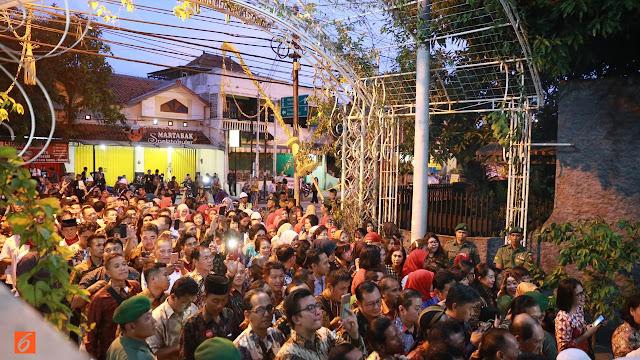 Ribuan Relawan Jokowi Meriahkan Malam Midodareni Kahiyang Ayu