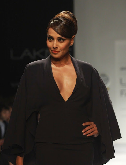 Bipasha Basu hot images