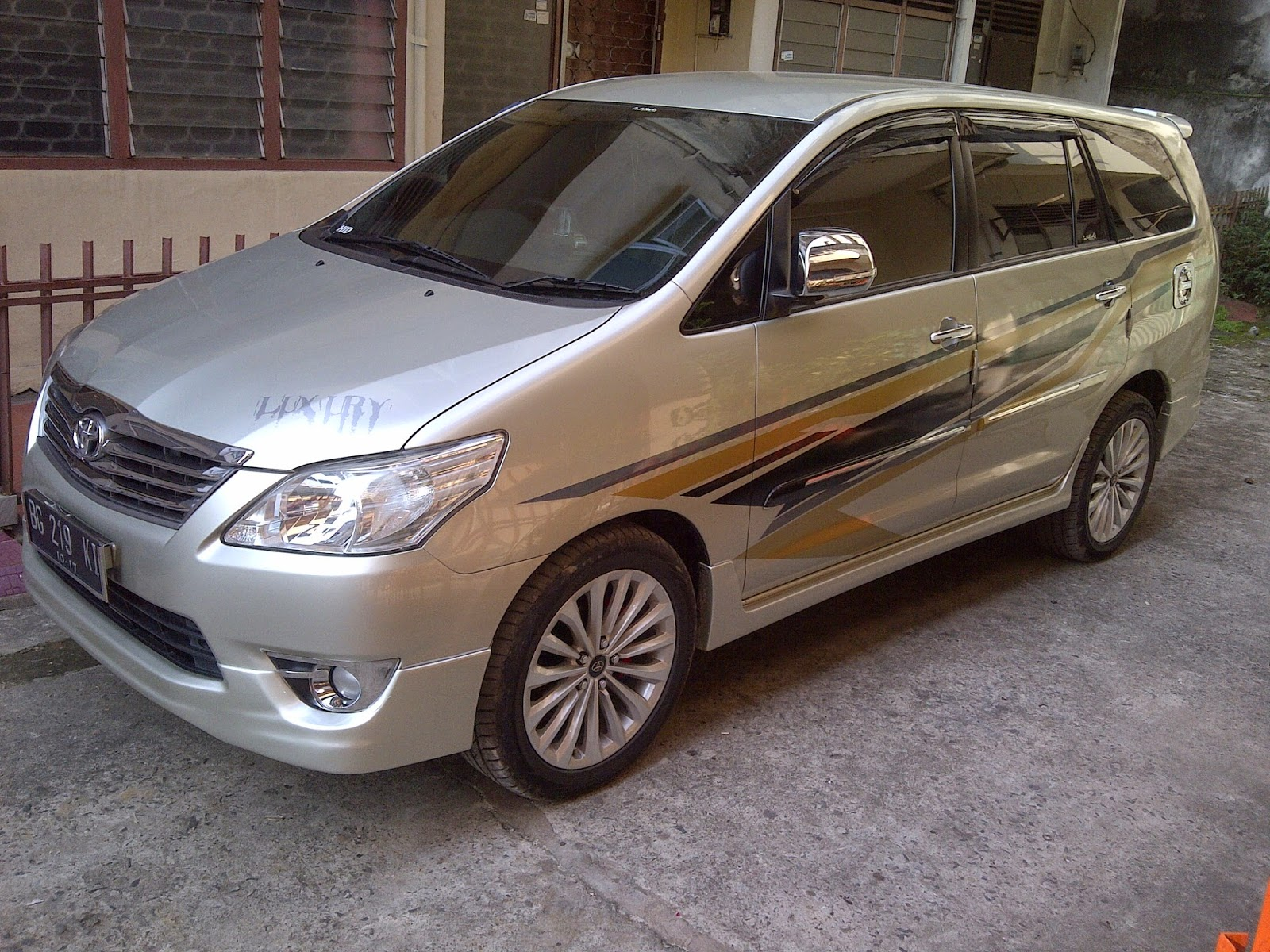 Download Gambar Modifikasi Kijang Innova Luxury Modifbiker