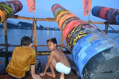 Meriam Karbit di Tepian sungai Kapuas blogger di Pontianak