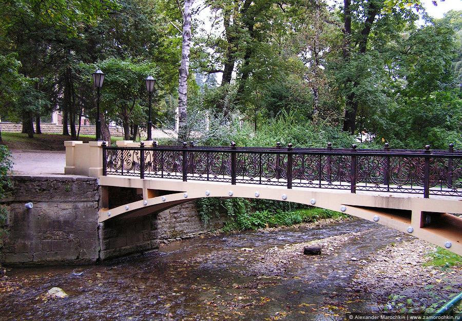 Мостик через реку Ольховку в кисловодском Курортном парке