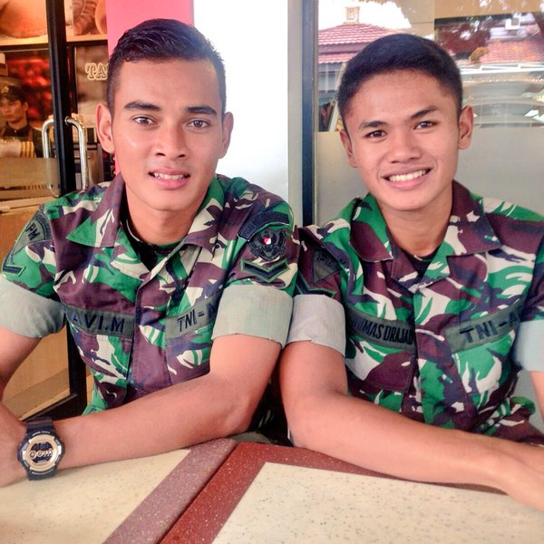 Ravi Murdianto Eks Kiper Timnas U-19 Tampak Gagah Dengan Seragam TNI ... 47840b5bd3