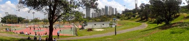 Quadras e campo de futebol Parque CERET