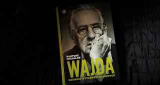 """Człowiek z wizją. Recenzja książki """"Wajda. Kronika wypadków filmowych"""" Bartosza Michalaka."""