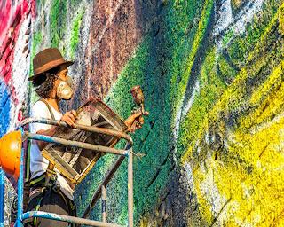 Mural yang dia beri nama Las Etnias ini memiliki tembok seluas 2.787 meter persegi dan memiliki tinggi 15 meter sebagai bentuk persembahannya. Dengan ukurannya, diakui bahwa mural buatan pria umur 40 tahun ini adalah mural terbaik dan terbesar di dunia.