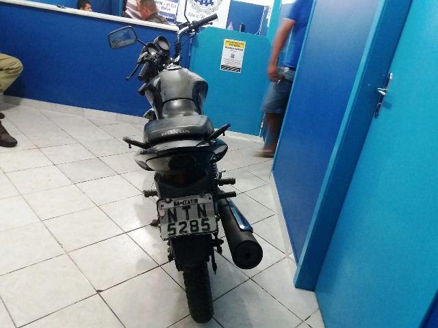 Polícia prende dois homens e recupera moto roubada em Itatim