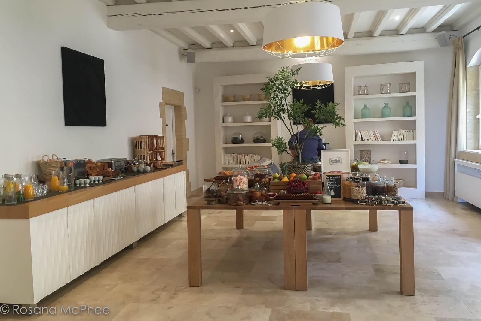 Restaurant Du Gard Avec Menu Fetes Des M Ef Bf Bdres