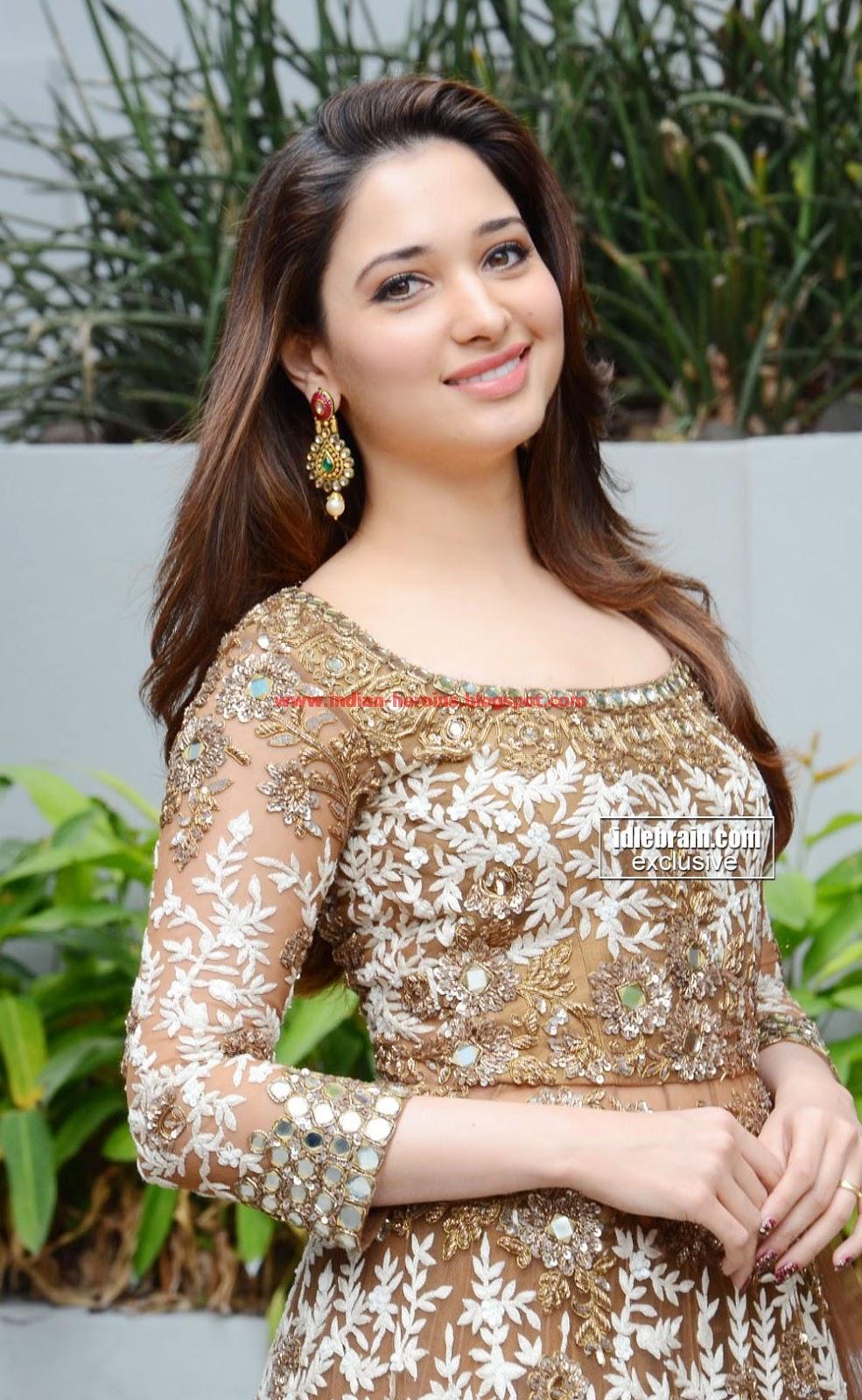 Latest Tamanna In Saree: Indian-heroins.blogspot.com: Tamanna Latest Skin Show Sexy