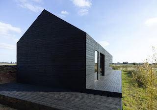 Exterior de tablillas negras