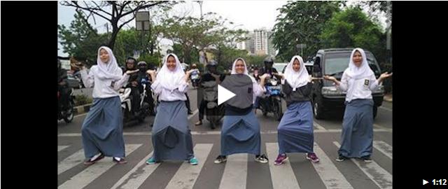 Detik Detik Sebelum Sekumpulan Wanita Ini Ditabrak Oleh Pengguna Jalan Karena...