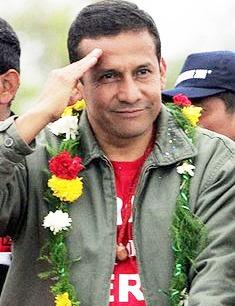 Saludo de Ollanta Humala con la mano en la frente