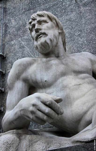 Памятник в Турине
