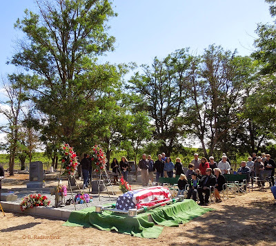 Before the Memorial Service for Walter Heer at Pleasant Valley Cemetery , © B. Radisavljevic