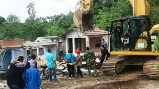 Kodim 1310 Bitung Pantau Pengamanan Pembongkaran Makam , Dampak Tol Manado -Bitung