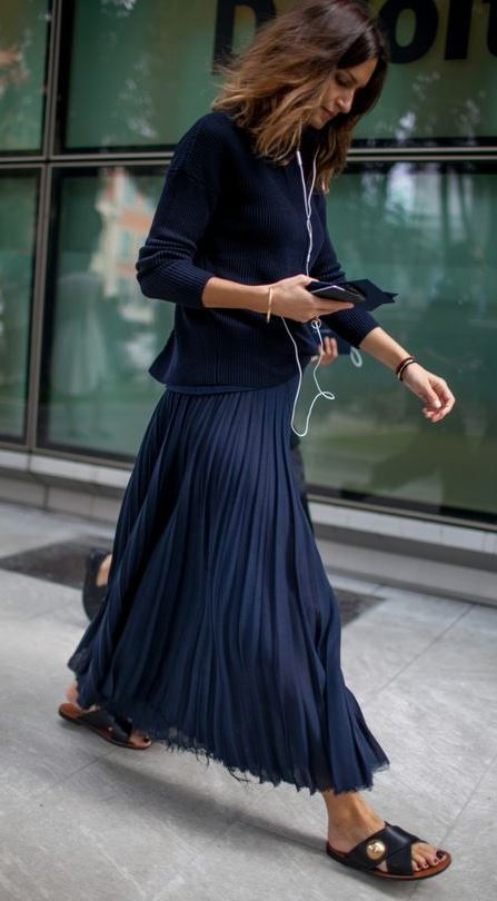 fashion trens / maxi skirt + flip flop + sweater
