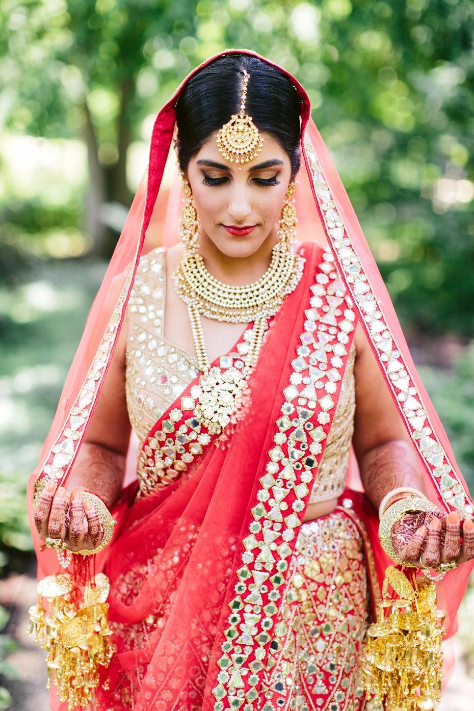 Moderno Vestido De Recepción De La Boda India Motivo - Colección de ...